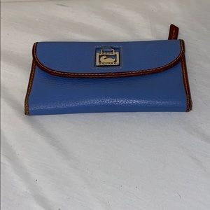 Dooney & Bourke Dillen wallet